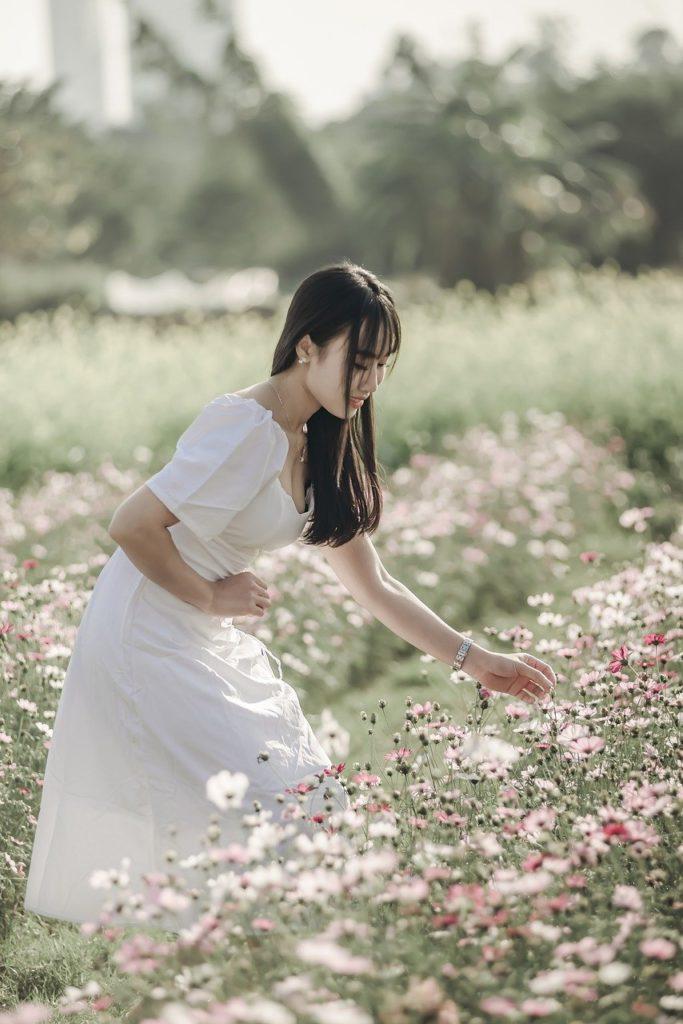 woman, flowers, field-5948094.jpg